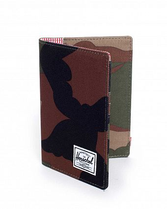 Обложка Herschel Raynor Passport Holder Woodland Camo