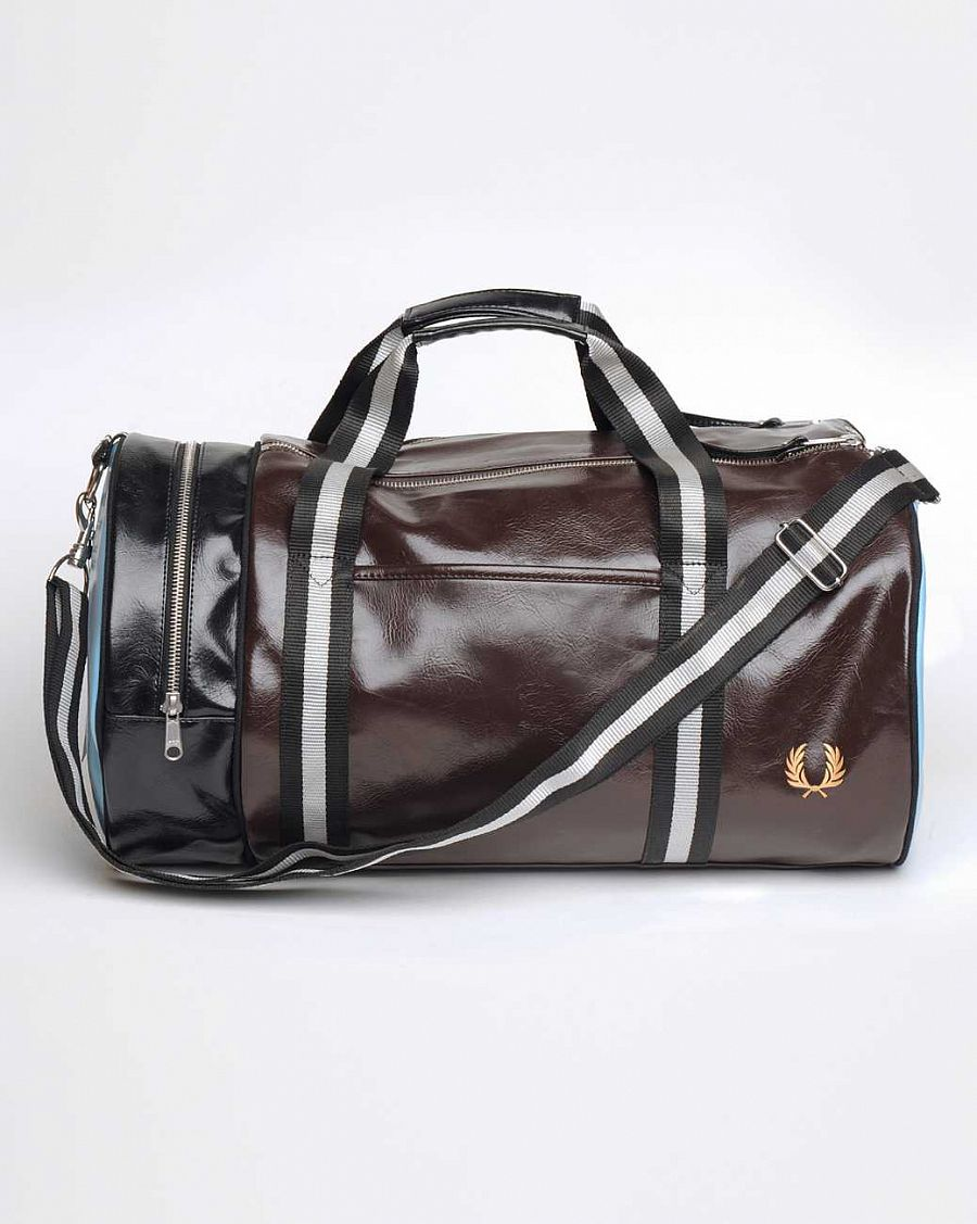 купить Сумка Fred Perry L1184 Classic Barrel Bag Dark  Chocolate Black в Москве